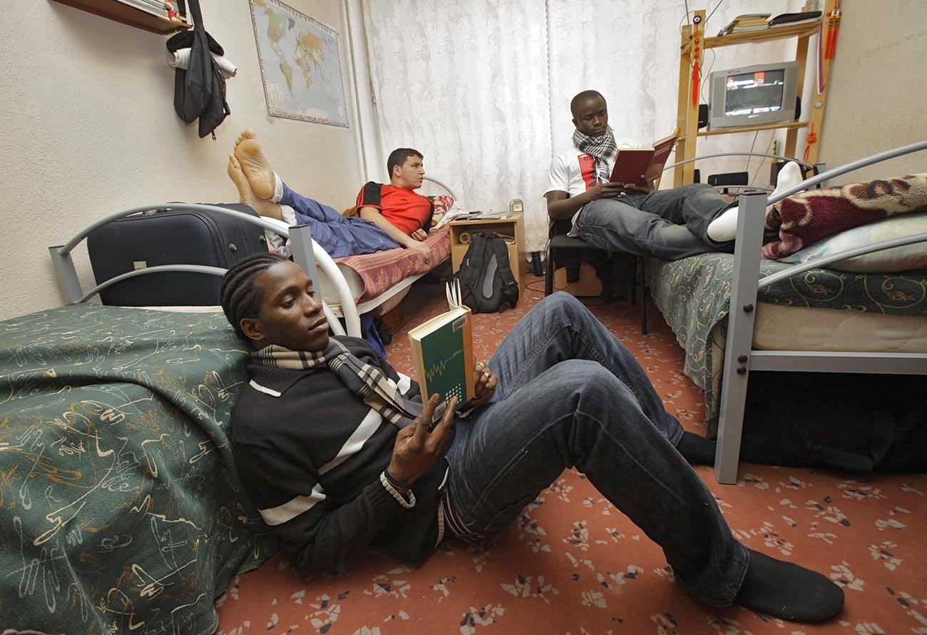 Étudiants étrangers dans une résidence de l'Université de l'Amitié des peuples à Moscou