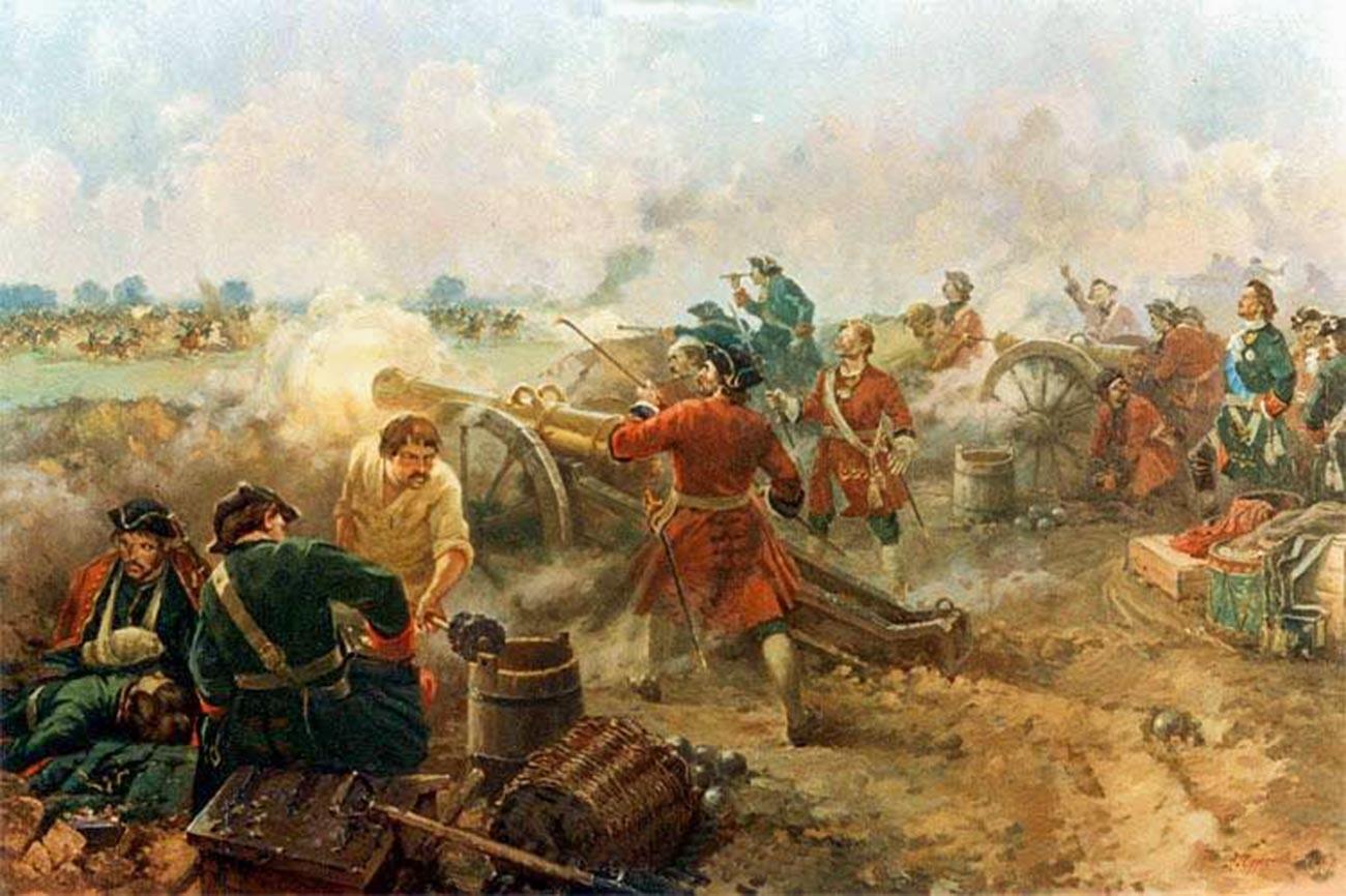 Detail des Dioramas der Schlacht von Poltawa, das russische Artillerie darstellt, die aus einer verschanzten Position gegen die schwedische Kavallerie feuert.