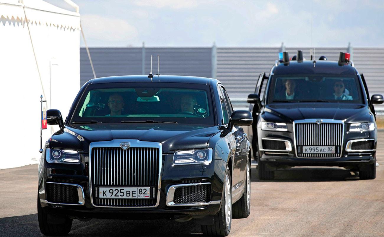 Vladimir Poutine au volant d'un véhicule Aurus sur le nouveau tronçon de l'autoroute