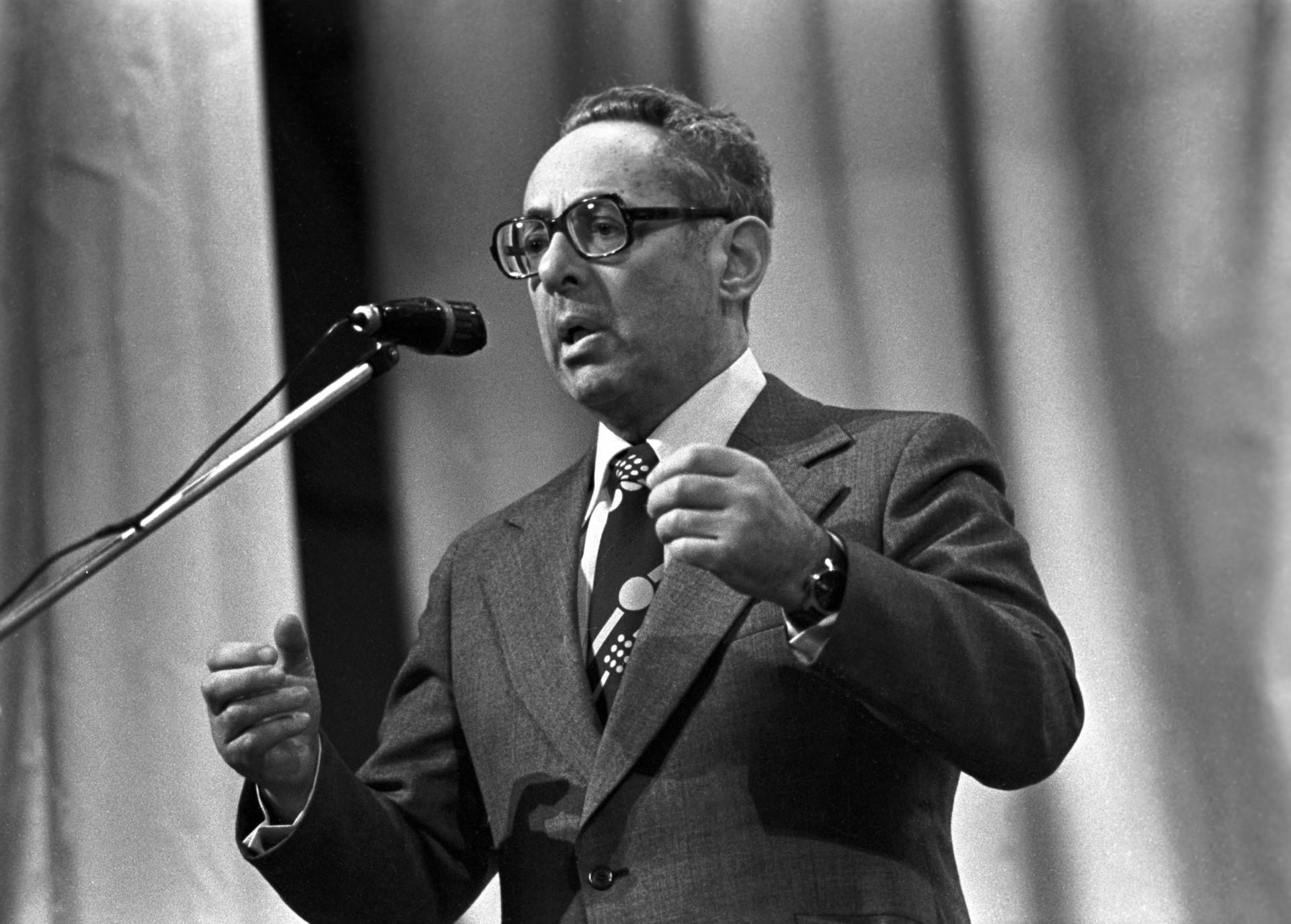 Юрий Левитан в 1980-м на встрече с ветеранами войны