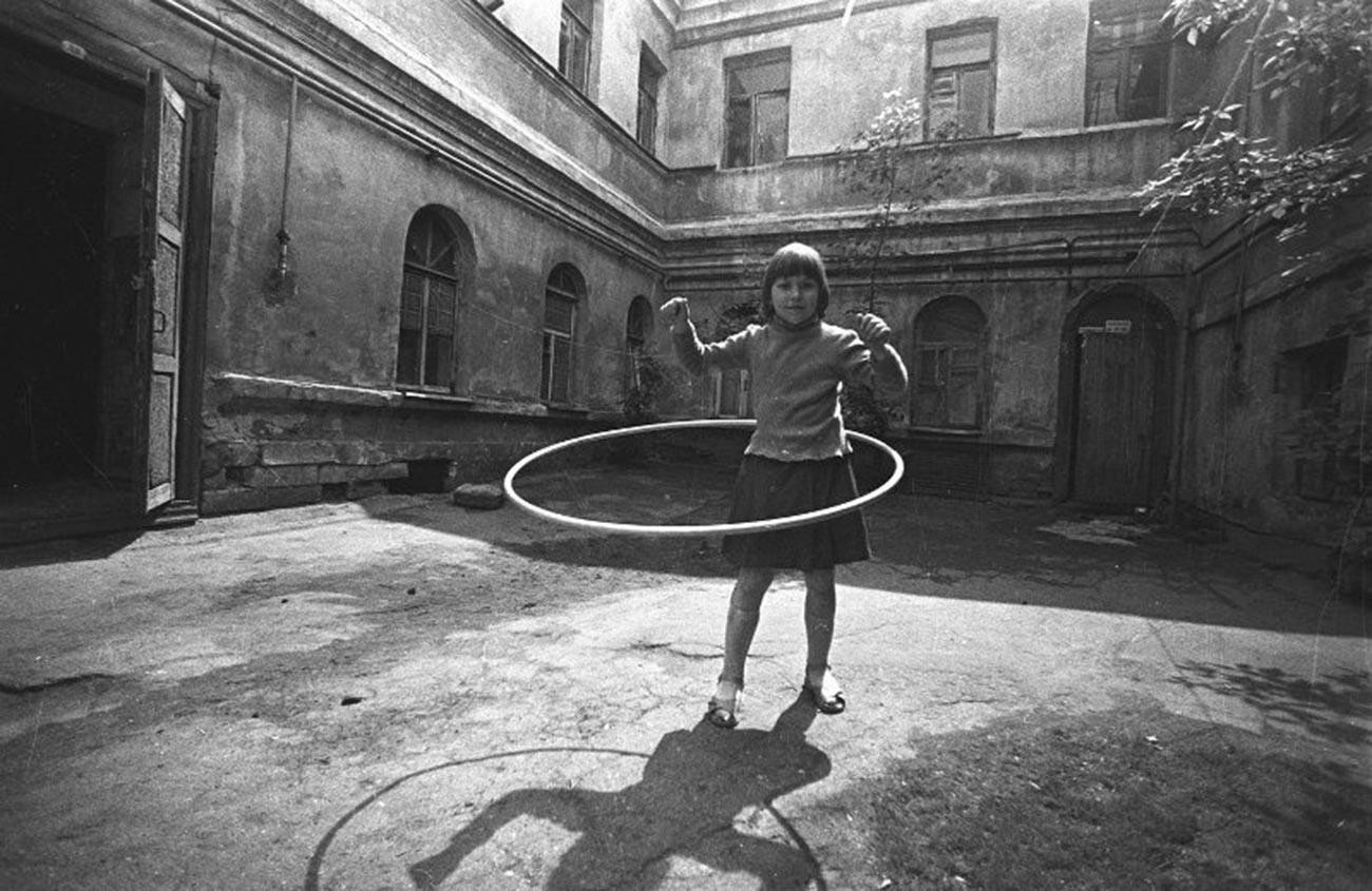 Dans une ancienne cour, années 1970