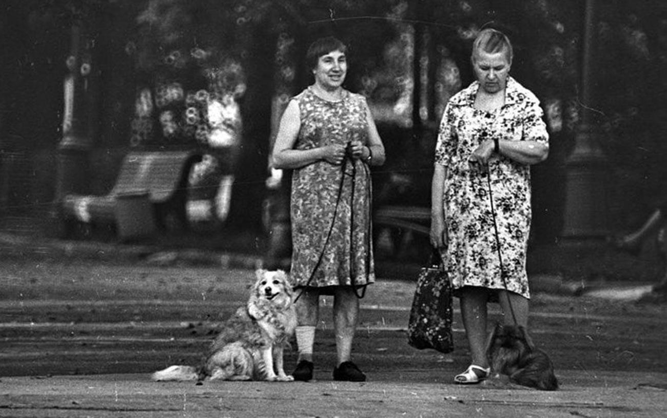 Dames avec des chiens, 1970 (Qui ne reconnaît pas ici la référence à la célèbre pièce d'Anton Tchekhov, La Dame au petit chien?)