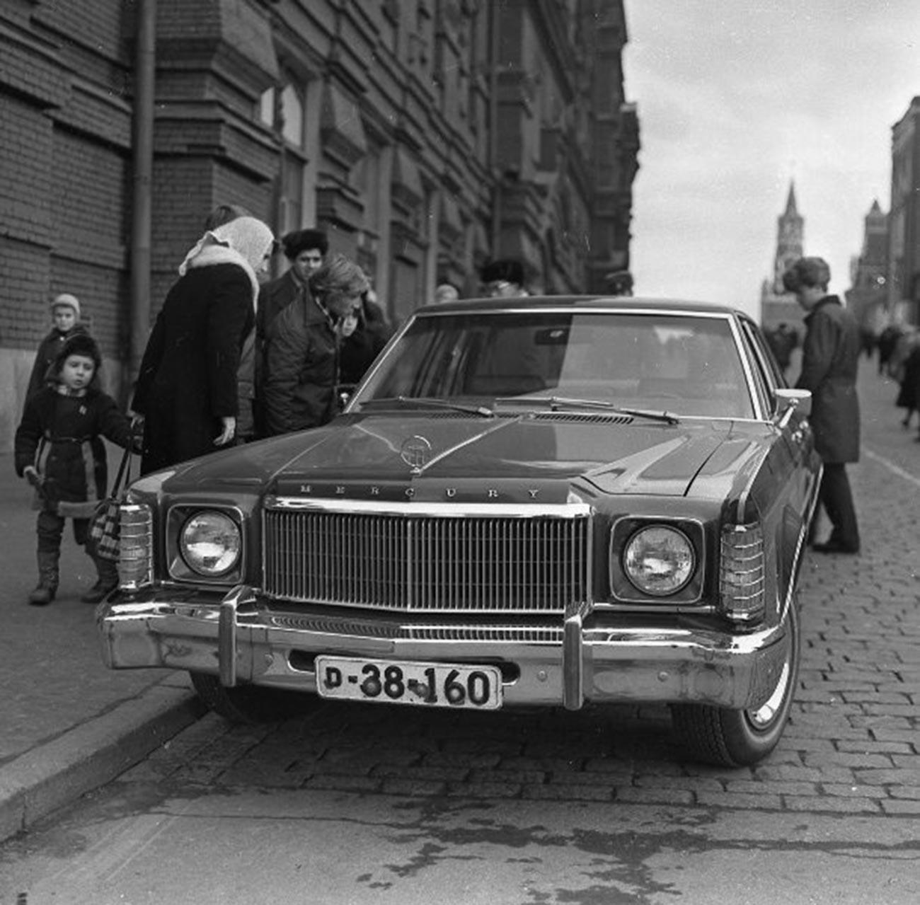 Curiosité, 1975