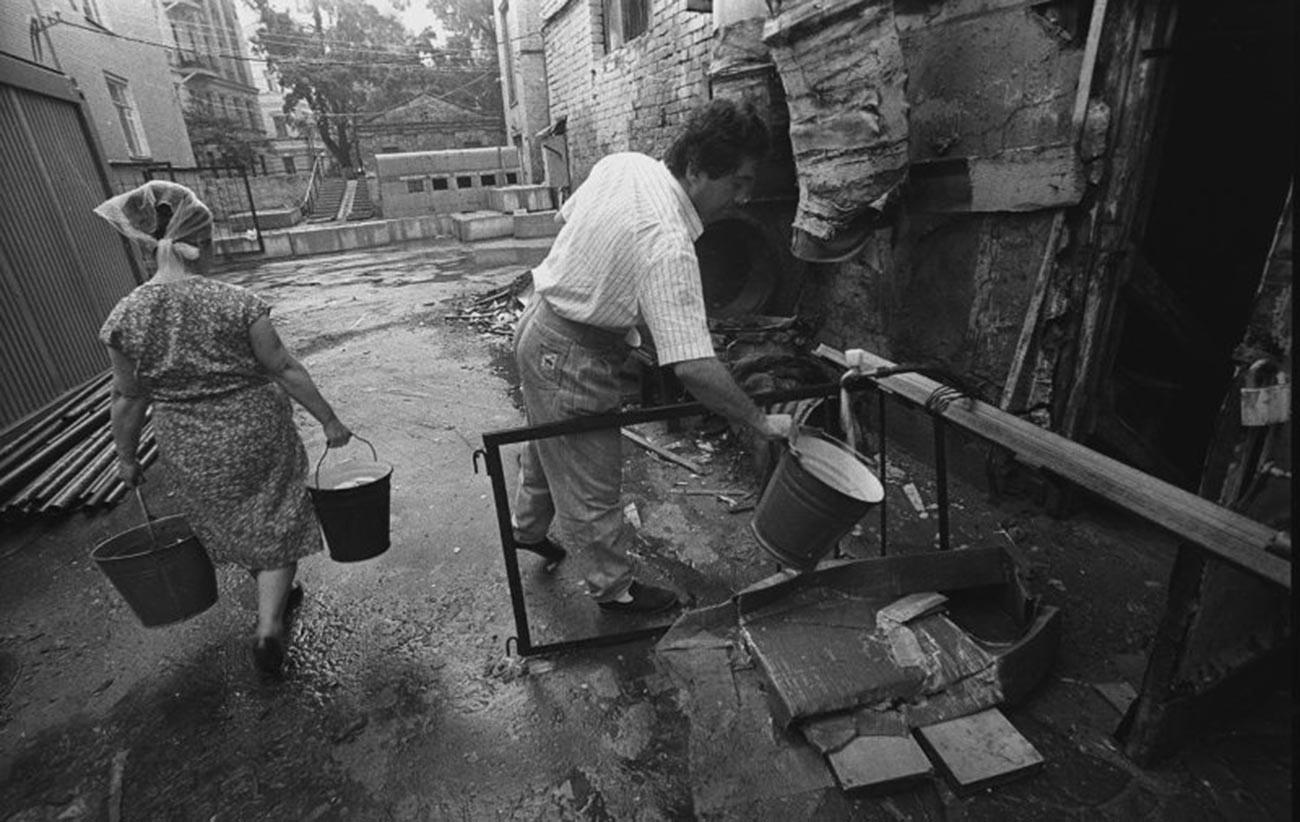 « L'eau est coupée », 1990