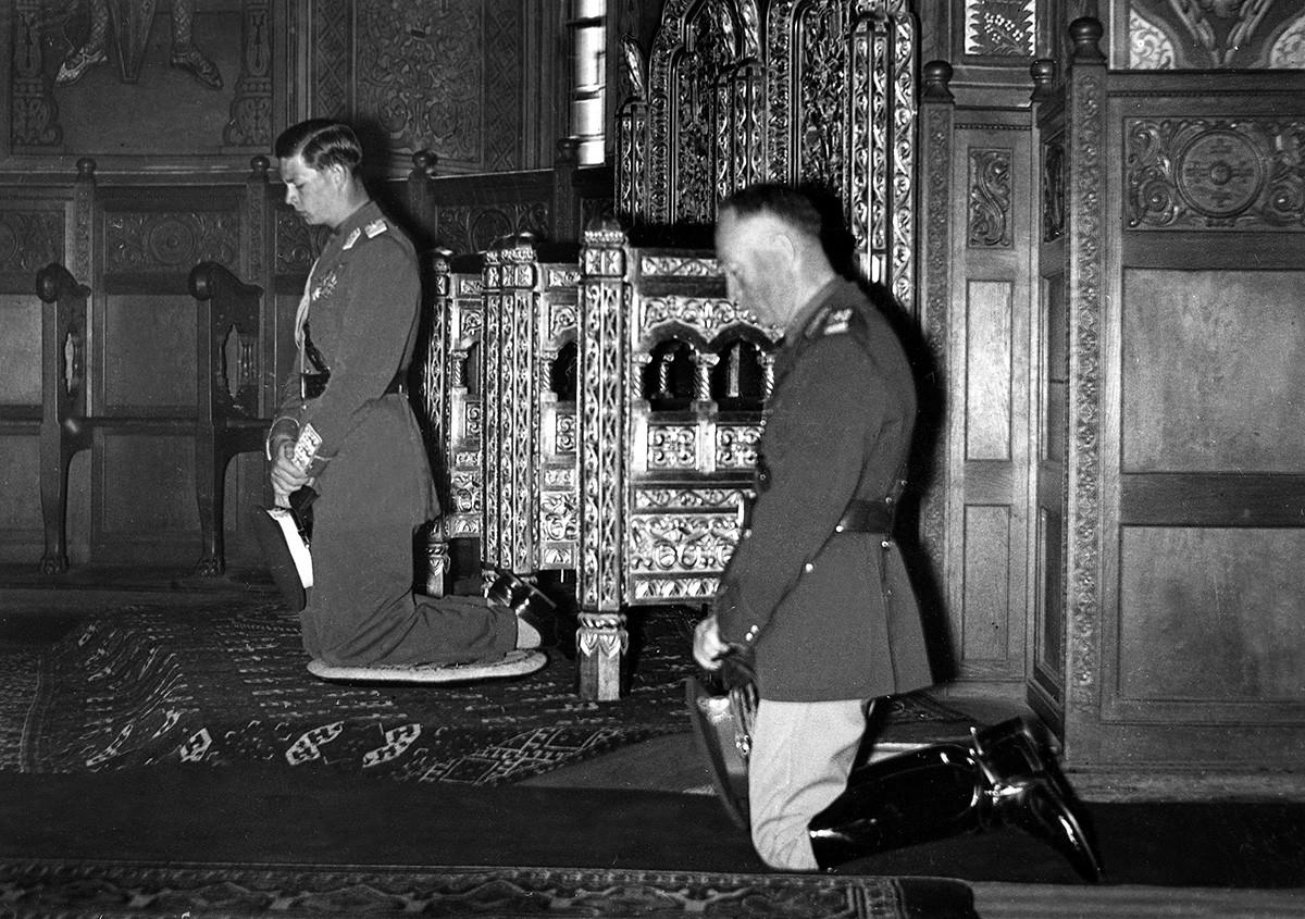 Mihai I și Ion Antonescu.