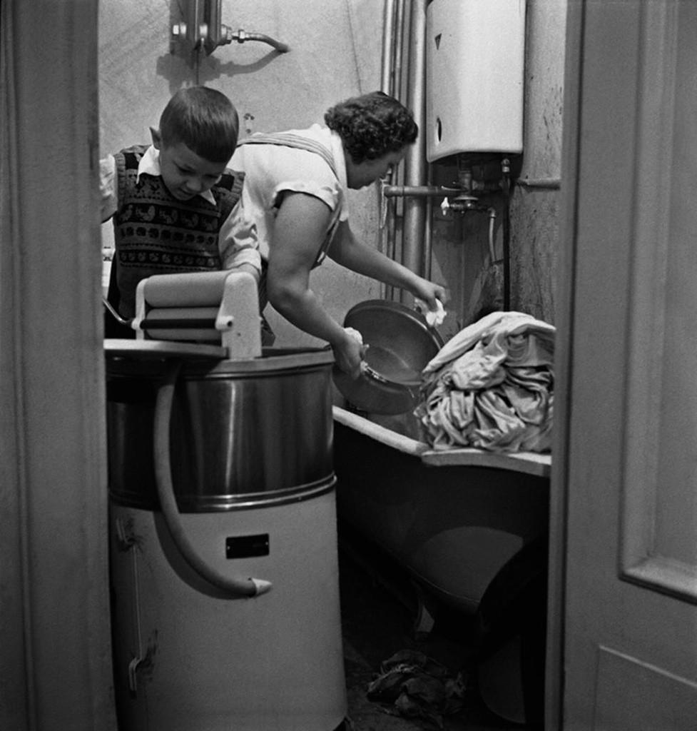Waschtag in einem Haushalt, 1958.