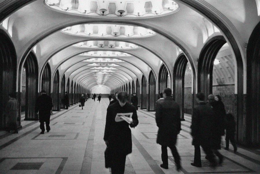 In der Metrostation Majakowskaja in Moskau, 1970.