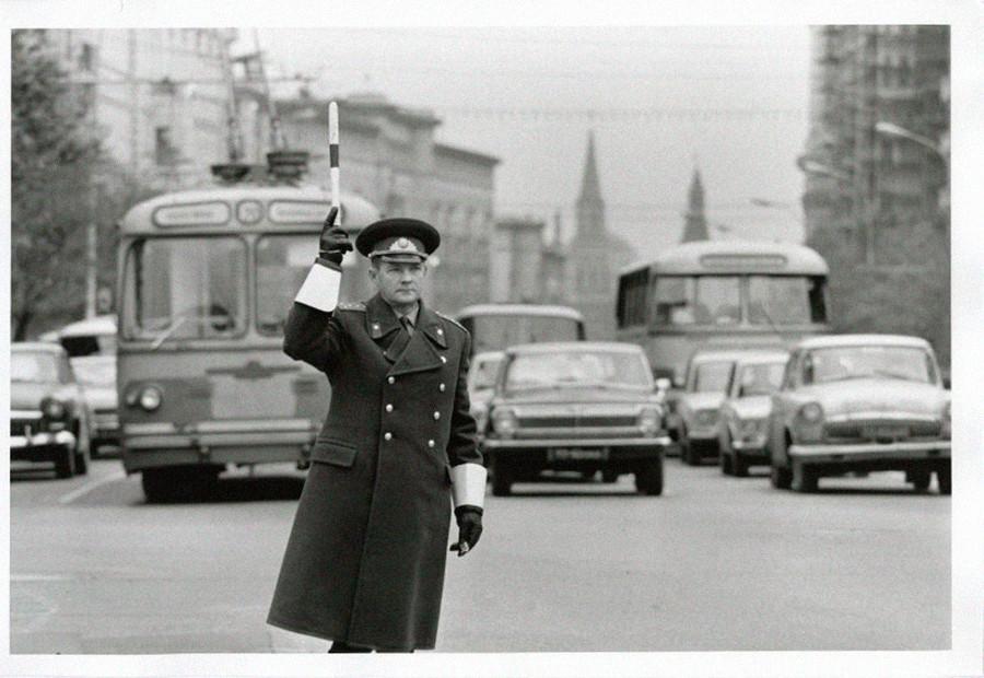Verkehrspolizist im Dienst, 1973.