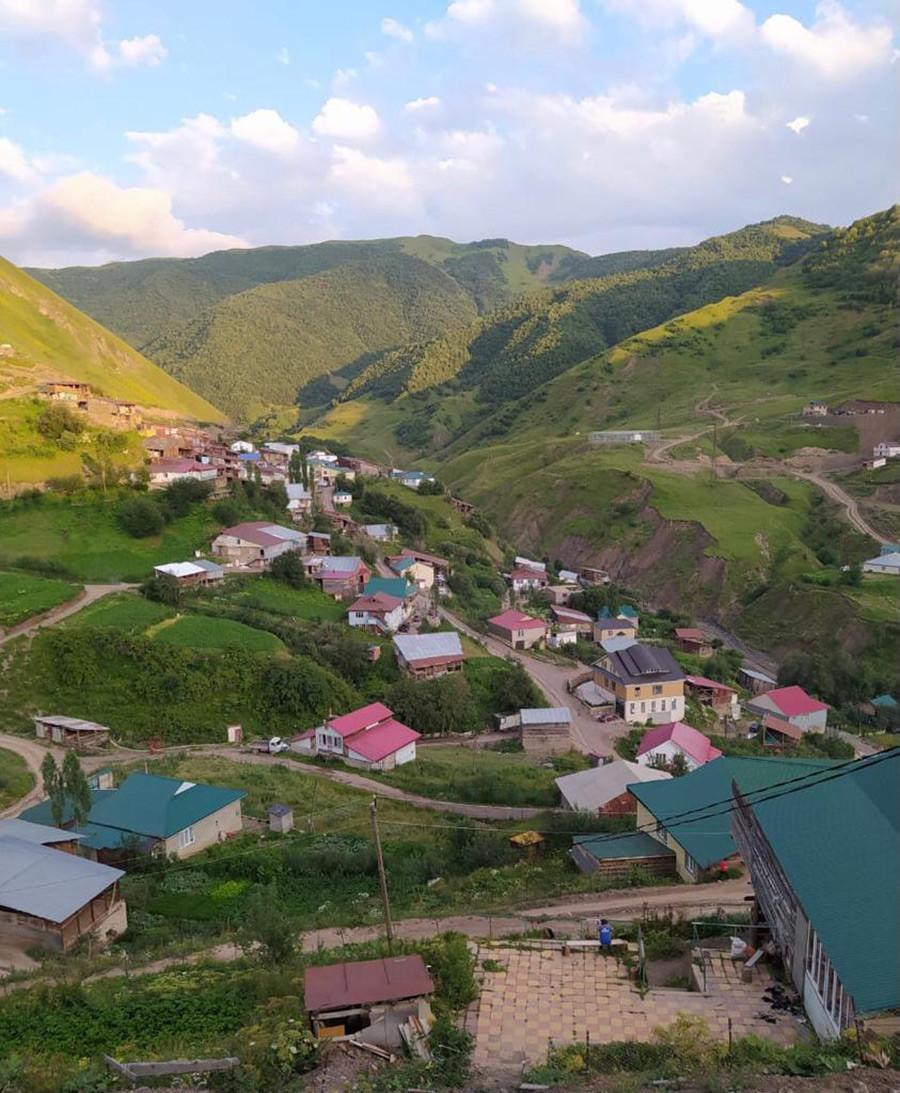 Pemandangan Desa Hinuq