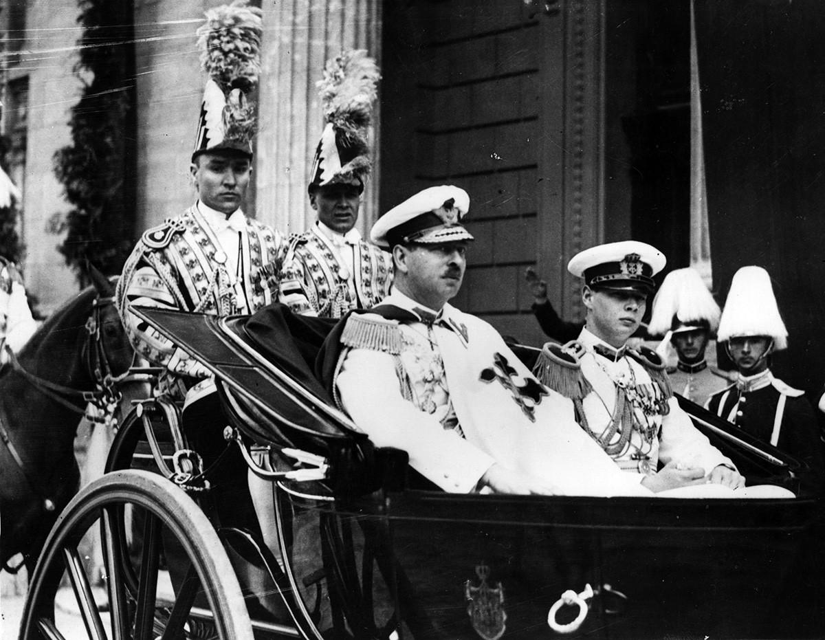 Carol II con su hijo en 1939.