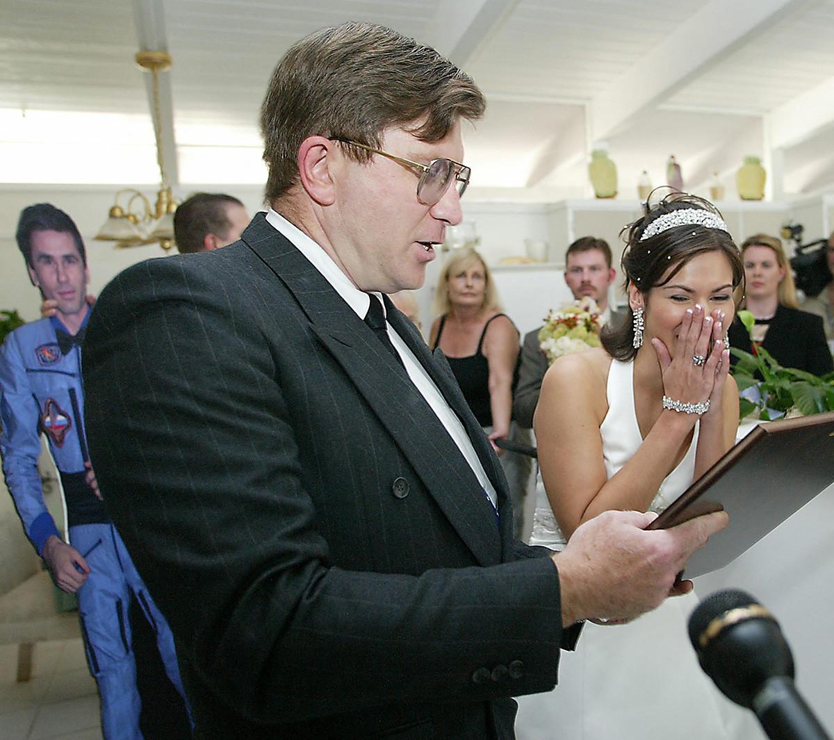 Свадебная церемония в Центре управления полетами НАСА