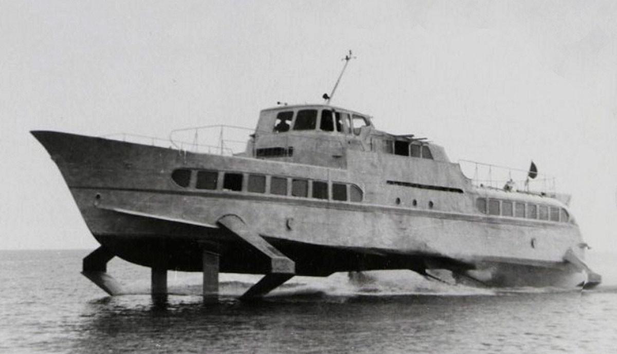 """Брод на моторни погон """"Мир"""" (Стрела-1) са подводним крилима."""
