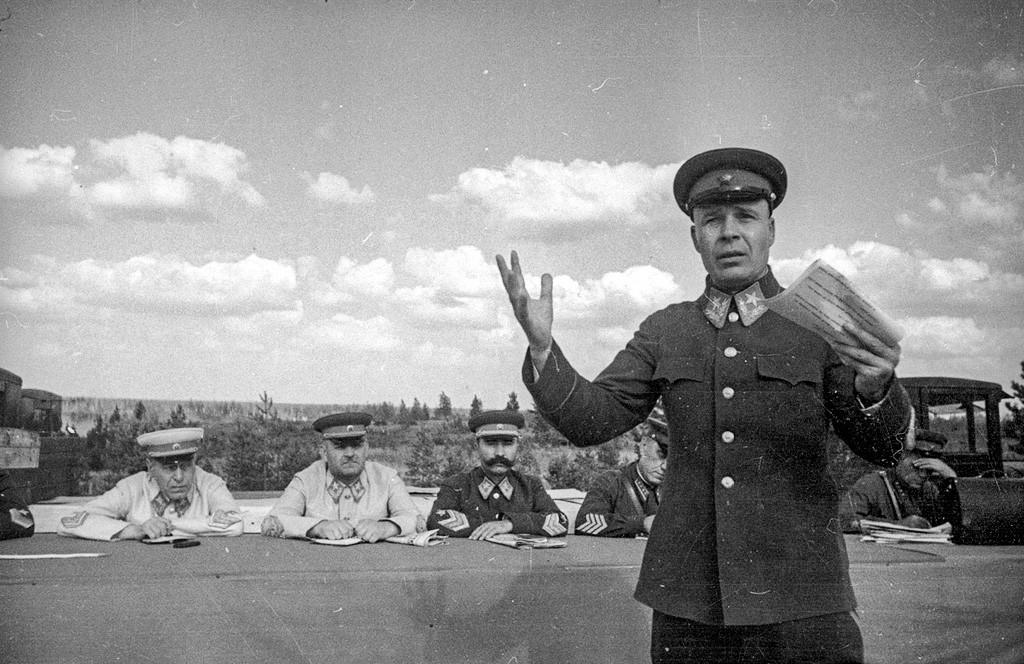 Маршал Кулик на учениях Московского военного округа в 1940 году.