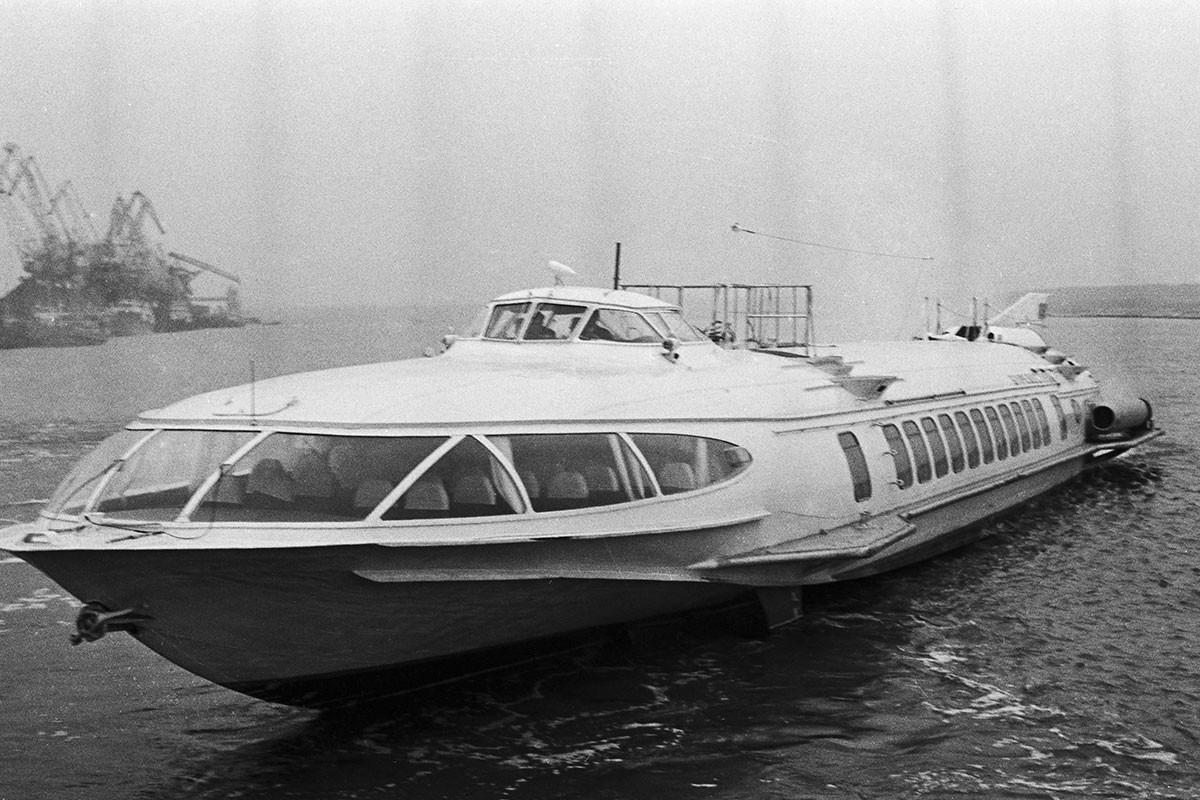 СССР. 28 май 1968 г. Пътнически речен кораб на подводни криле