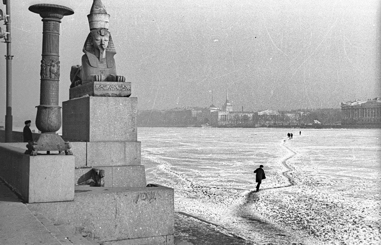À travers la Neva, années 1960