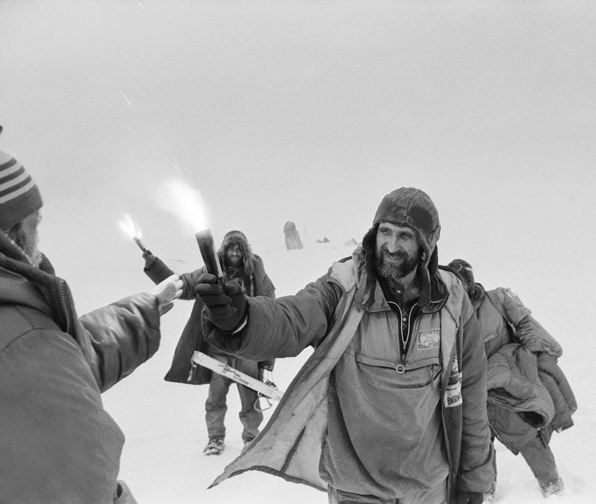 Des participants à l'une des expéditions soviétiques organisées avec le soutien de la Société russe de géographie