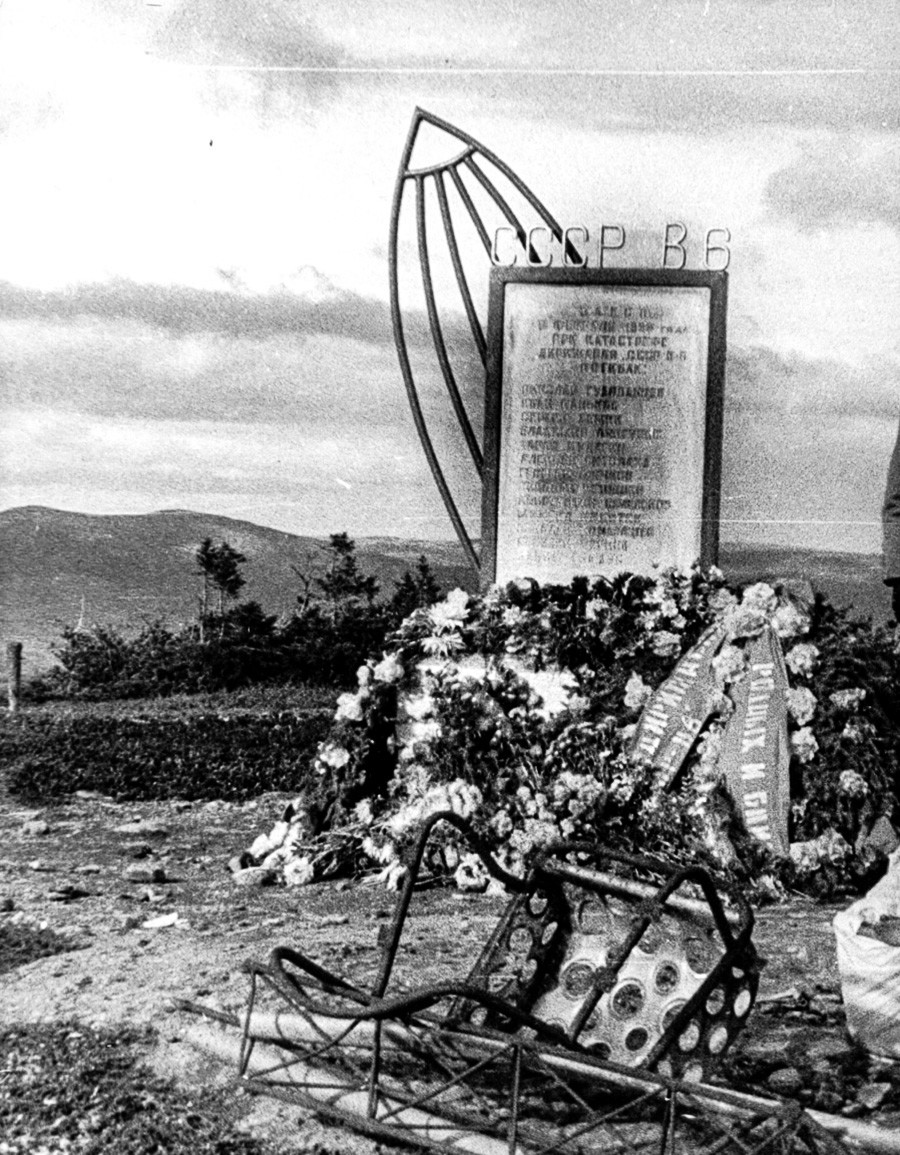 The monument at the place of the crash.