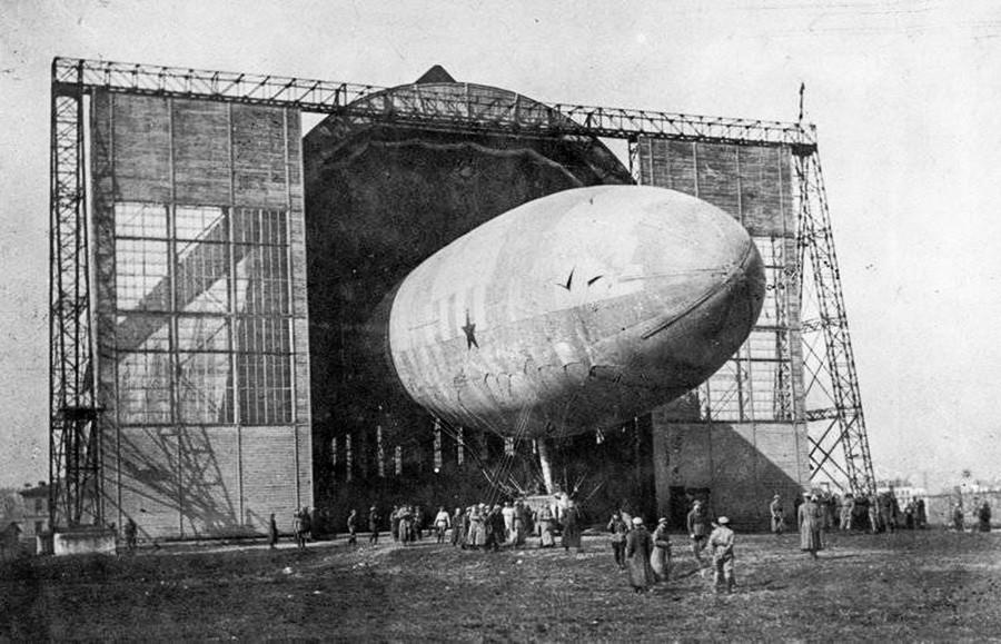 The 'Komsomolskaya Pravda' airship.