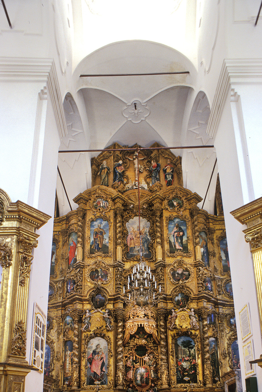 Trinity-Gleden Monastery. Trinity Cathedral, view east toward icon screen. July 18, 1999