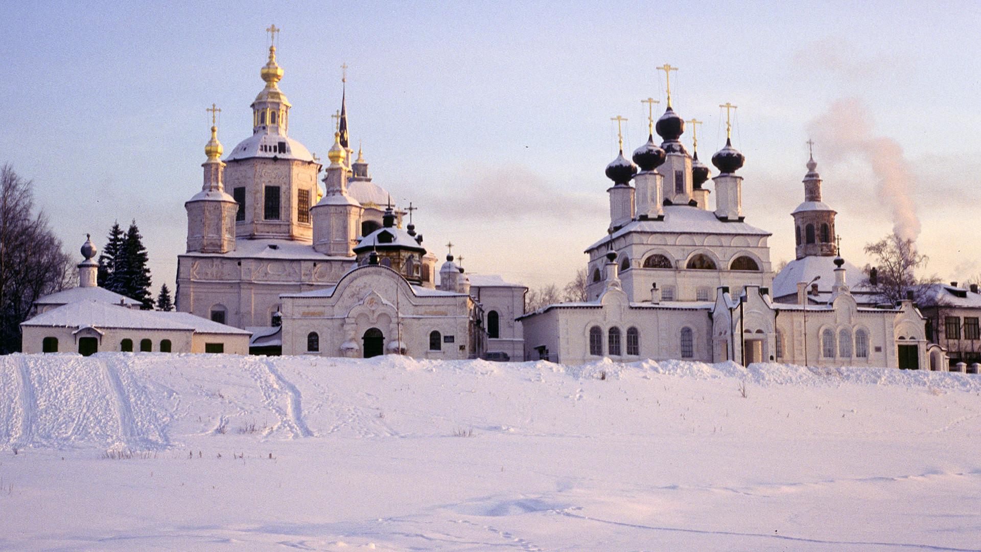 Veliky Ustyug. Cathedral ensemble from frozen Sukhona River. January 6, 1997
