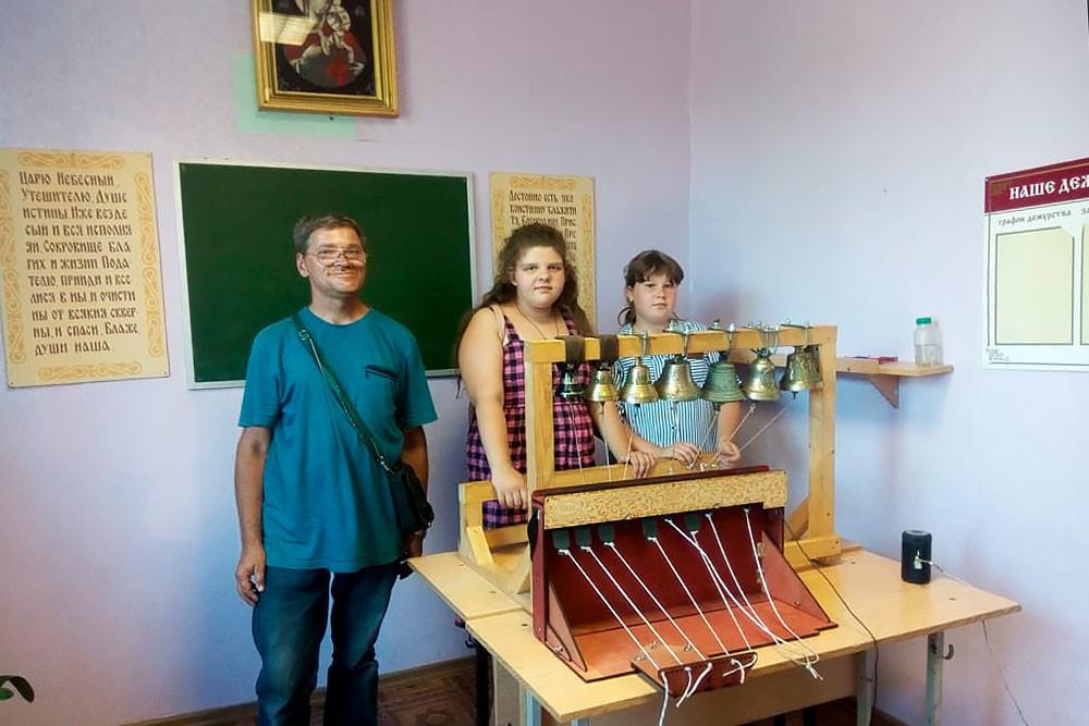 Od leve proti desni: Leonid Lebedev, Jekaterina, Veronika