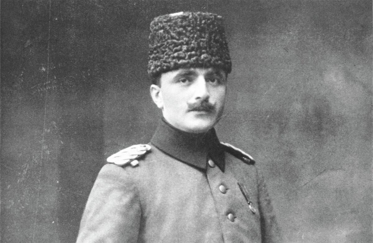 Georgy Agabekov, mata-mata terkanal Soviet terkenal yang membelot dari dinas intelijen Soviet, target pertama Korotkov.