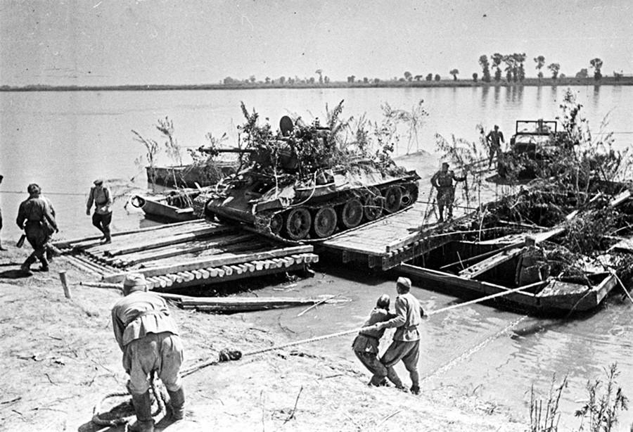 """Операција """"Багратион"""". Фотографија снимљена: 1. јул 1944 - 31. јул 1945. Форсирање Висле."""