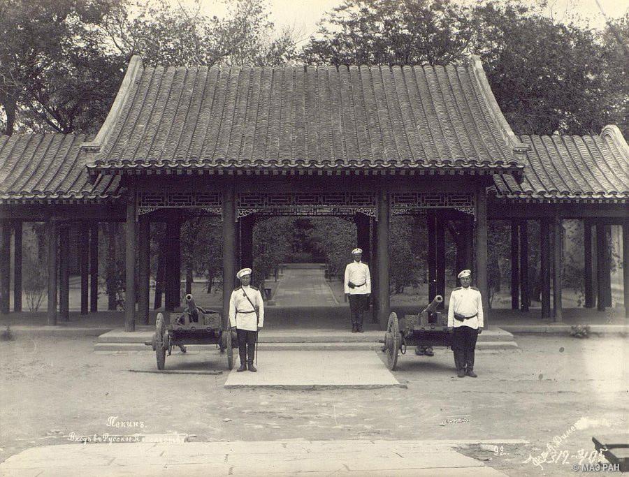ロシア大使館の入り口(北京)