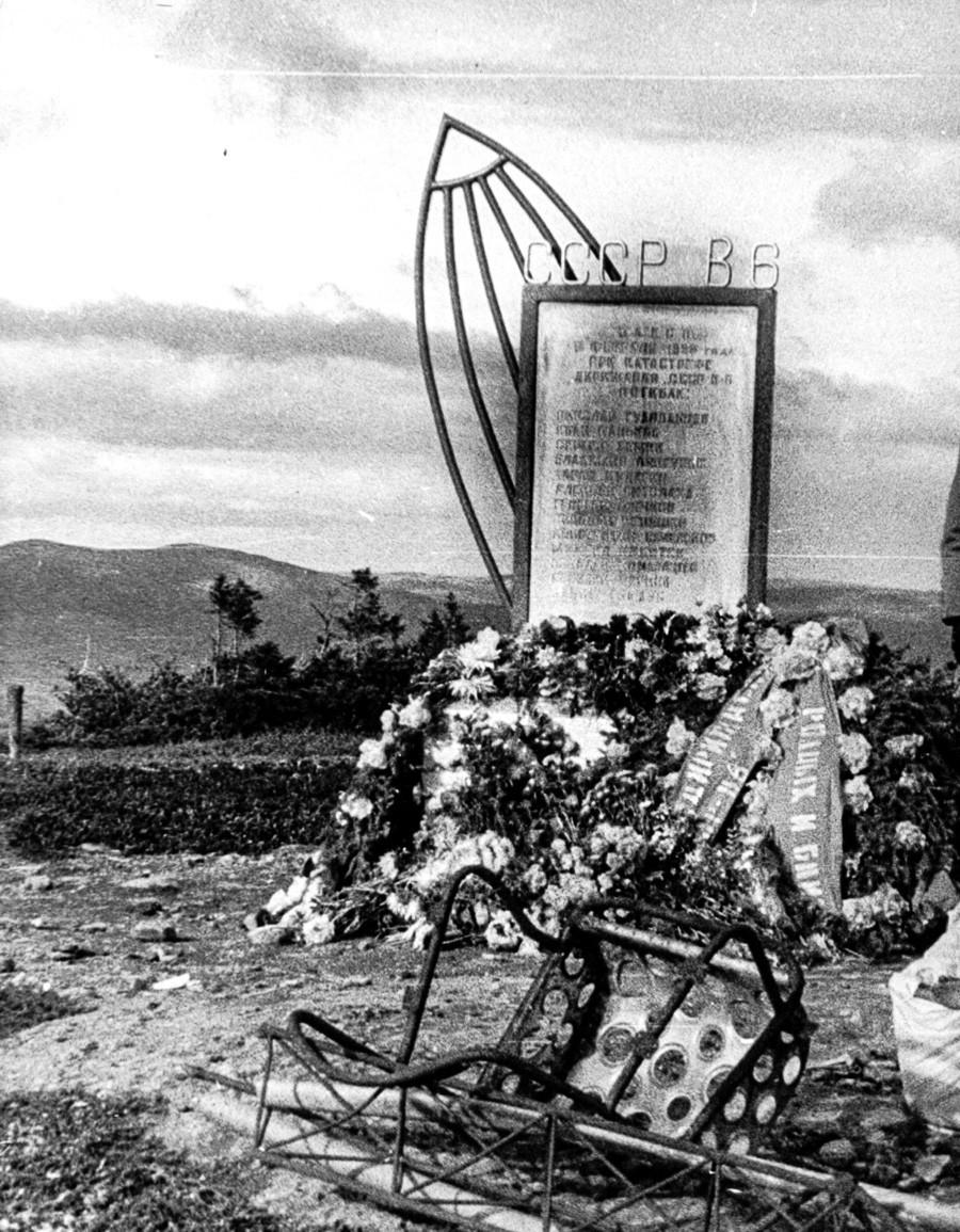 Le monument érigé sur le lieu du crash