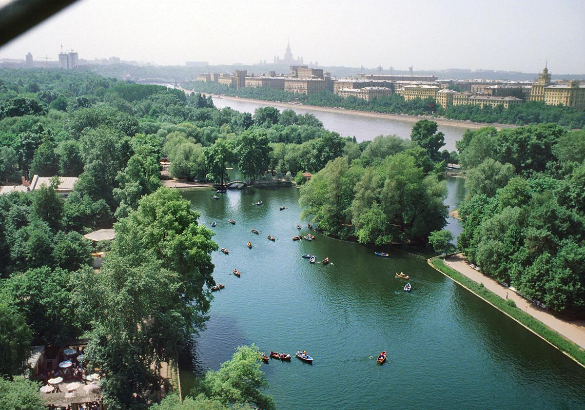 Taman Gorky, Moskow, 1979