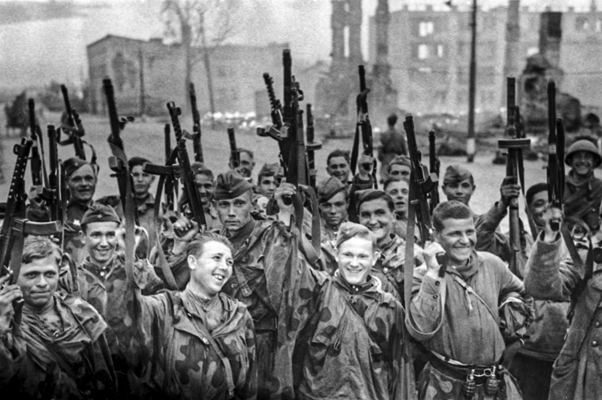 Veliki domovinski rat (1941.-1945,). Sovjetske trupe u oslobođenom Viborgu. Lenjingradski front.