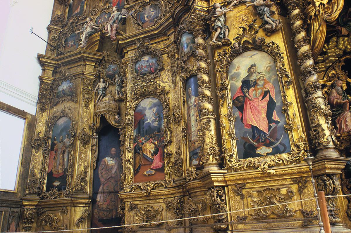Monastère de la Trinité de Gleden. Iconostase de la cathédrale de la Trinité. À gauche : segment avec les icônes de la Dormition de Marie. Au centre : la Vierge Marie avec le Christ enfant
