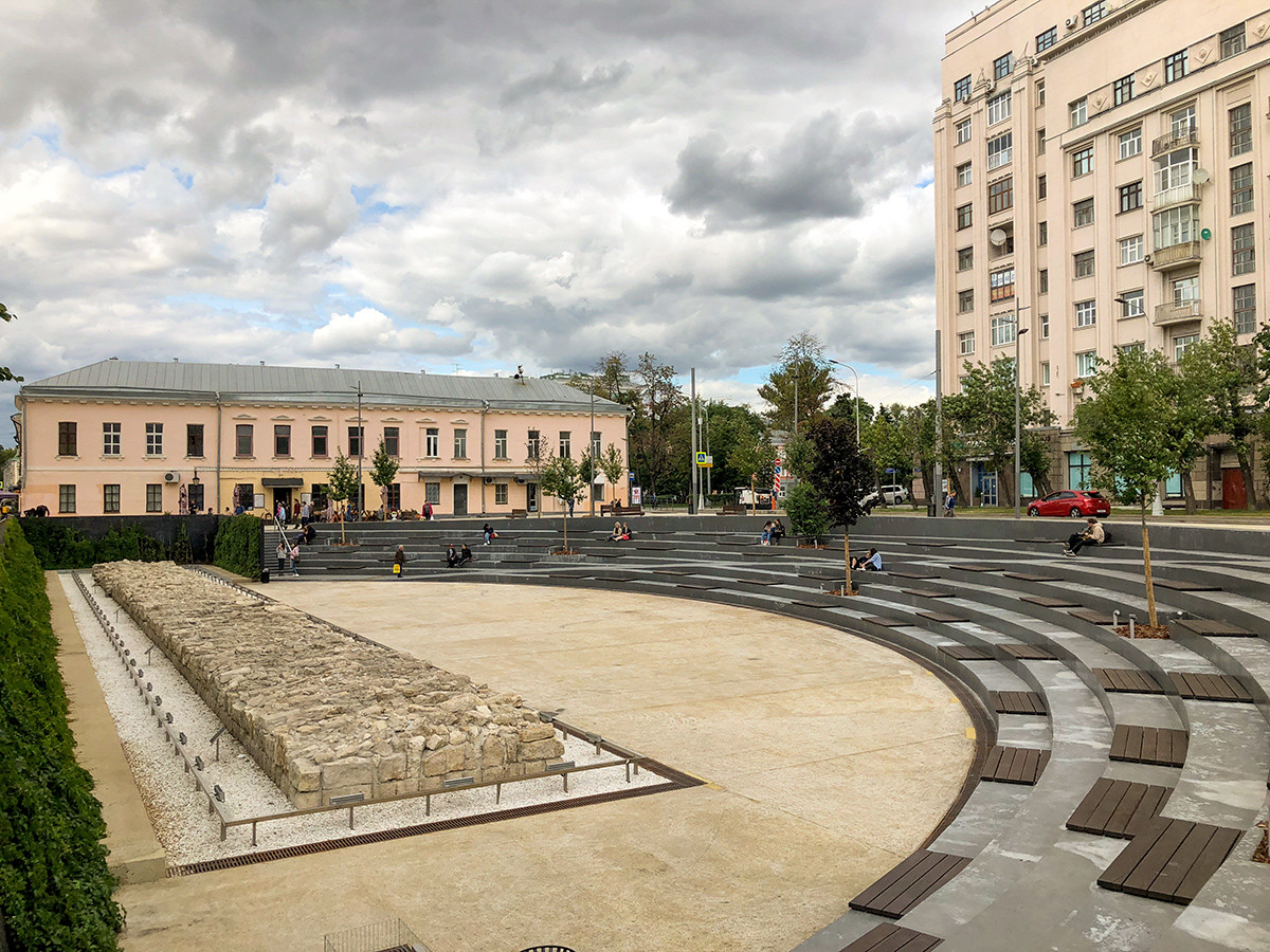 The Yama public space at the Khokhlovskaya Square in Moscow