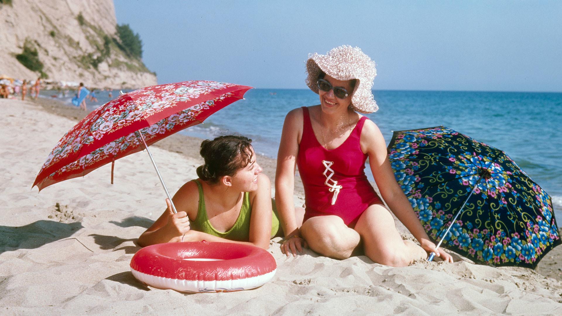 Украинска ССР. Ливадија. Другарице на плажи, 1975.