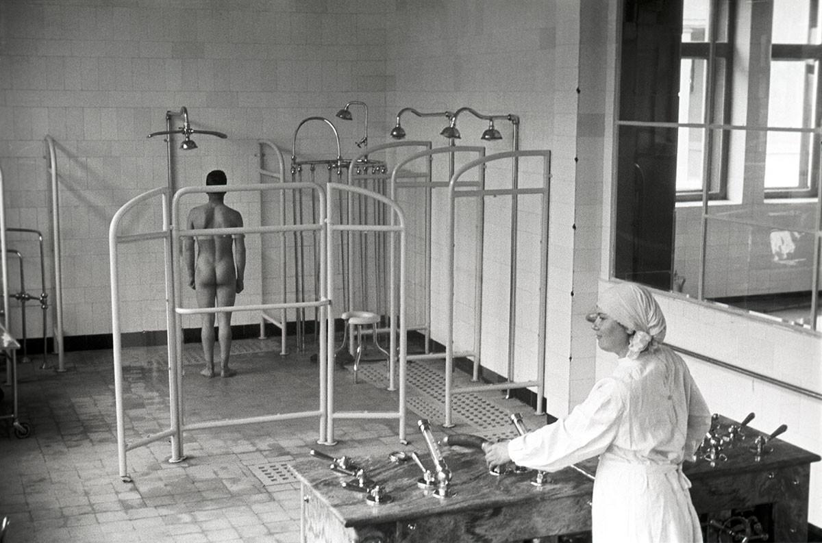 """Санаторијум """"Курпати"""". Водне терапије. Јалта, Крим. 1950."""
