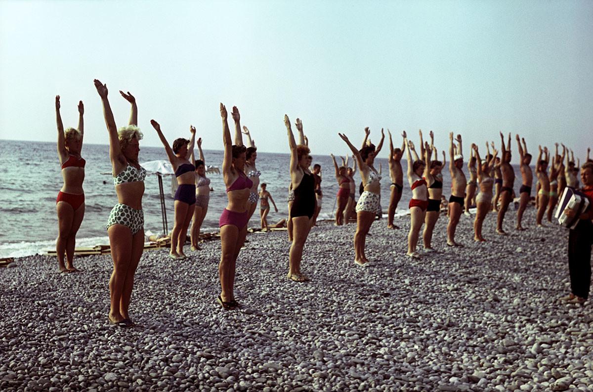 Гимнастика на плажи. Туапсе, Краснодарски крај, 1963.