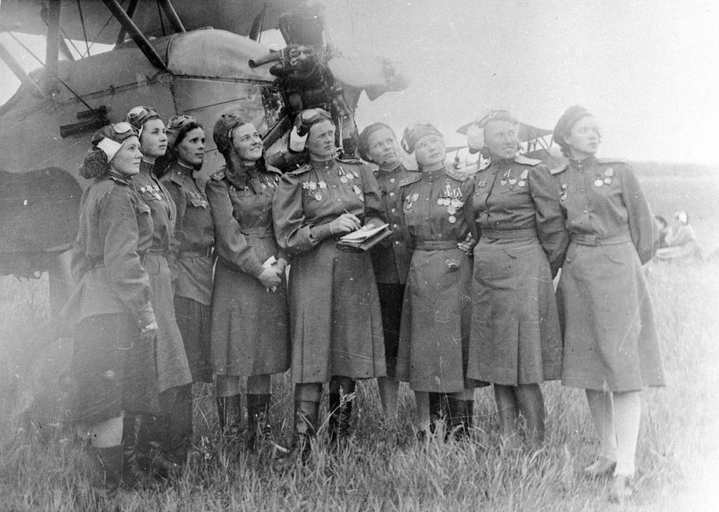 Летчицы 46-го гвардейского авиационного полка