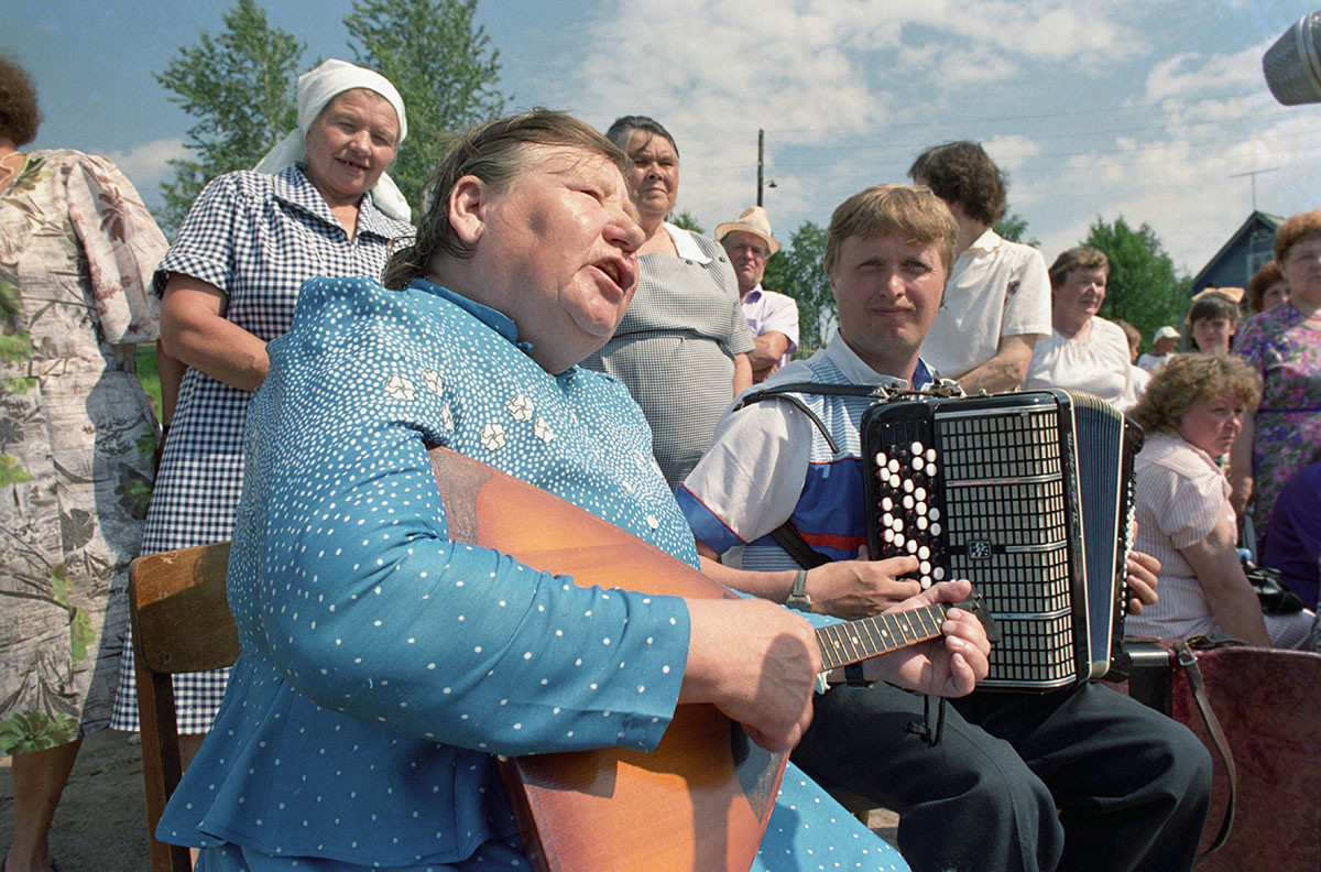 Фолклорни празник у старом селу Суднозеро, Карелска АССР, 1991.