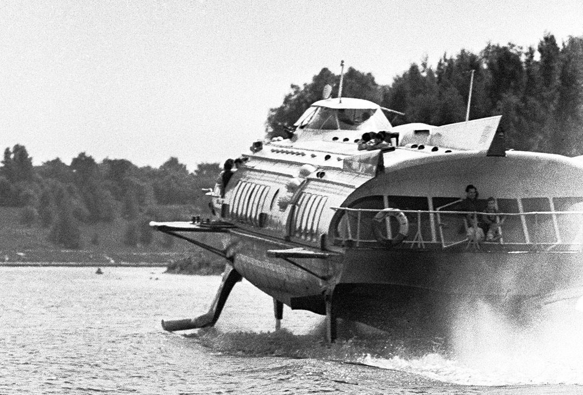 Kapal hidrofoil Raketa di Kanal Moskow, 1967.