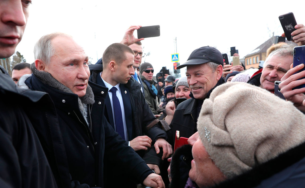The bodyguards operate close to their ward during a meeting with people, January 22, 2020