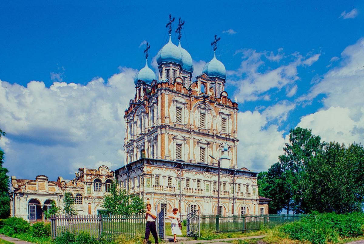 Solvychegodsk. Cathedral of the Presentation, southwest view. July 17, 1999