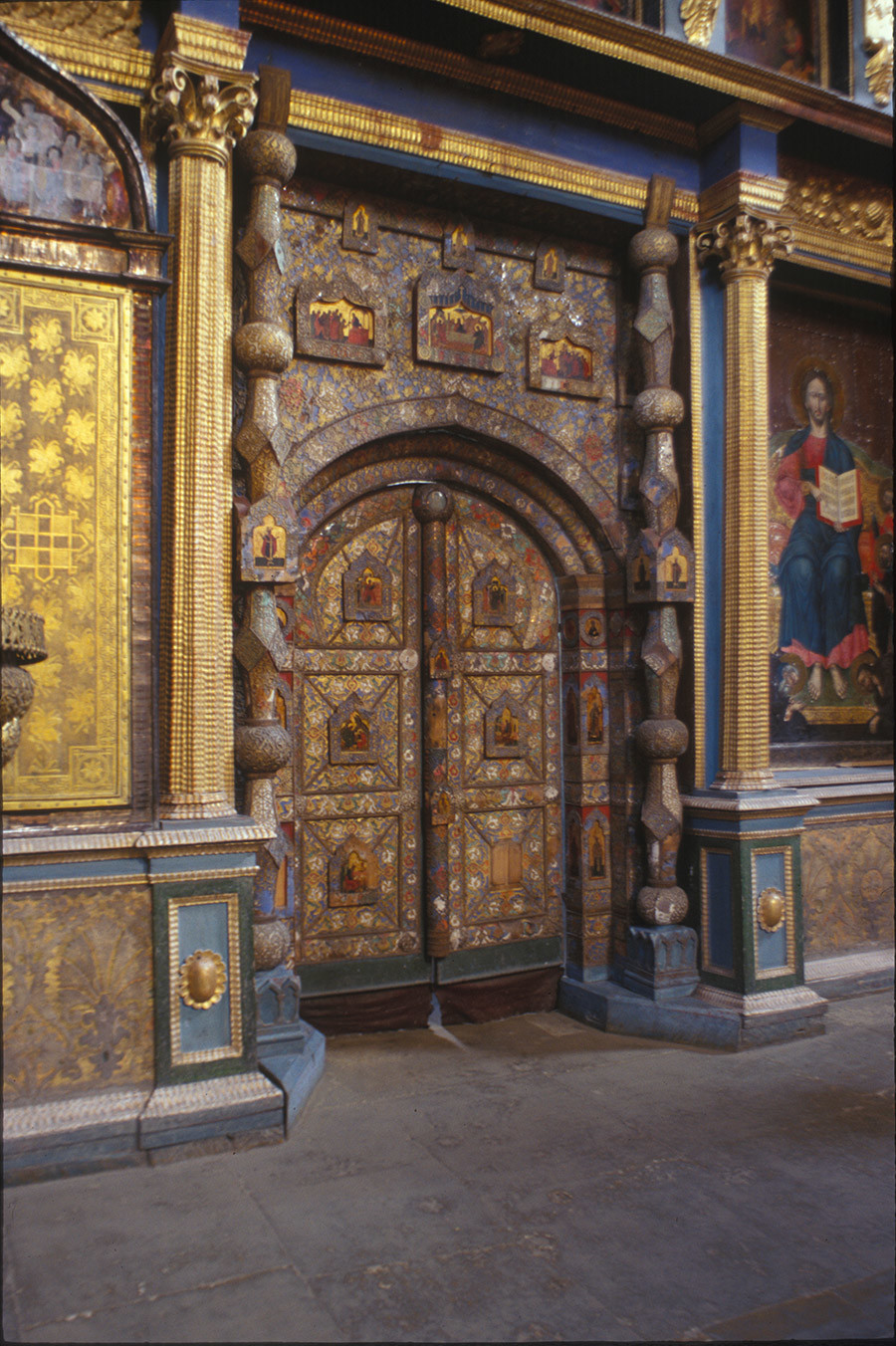 Cathedral of the Annunciation. Icon screen, Royal Gate (entrance to main altar). June 26, 1999