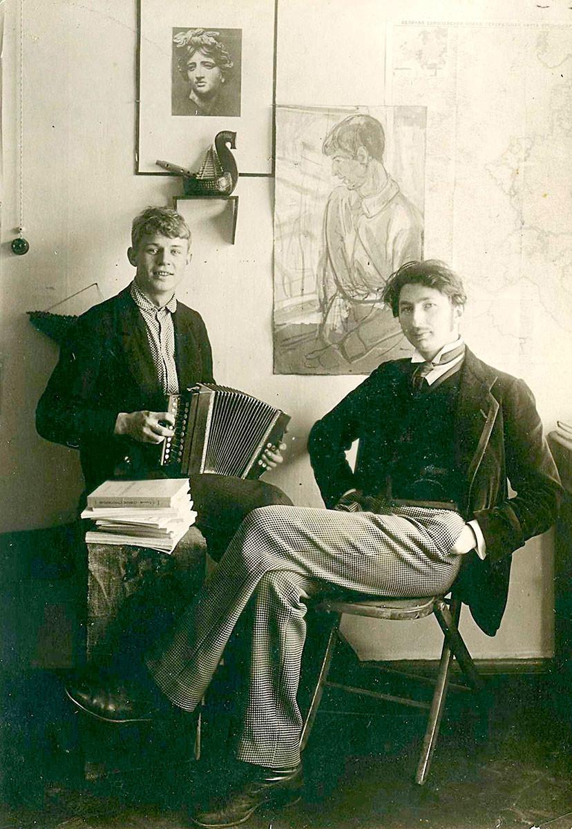 Serguêi Iessênin e Serguêi Gorodétski, 1916.