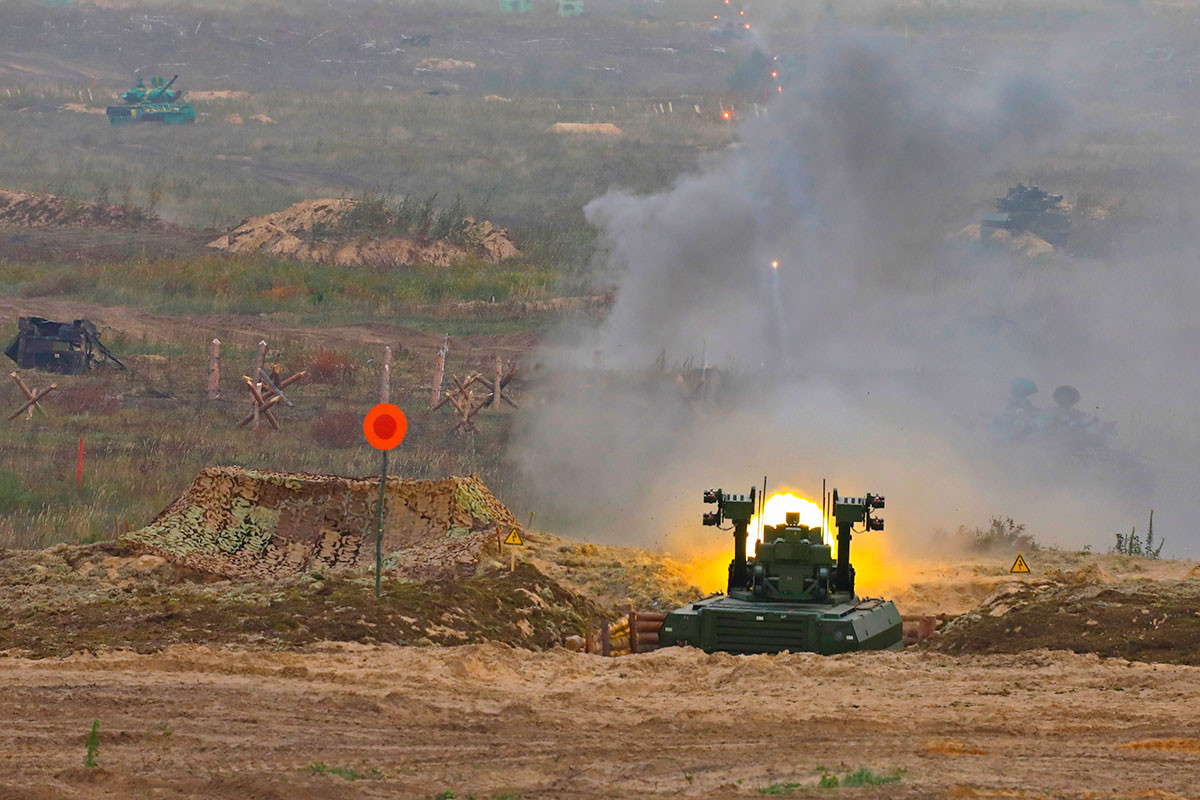 «Уран-9» ведет стрельбу на учениях «Запад-2021»