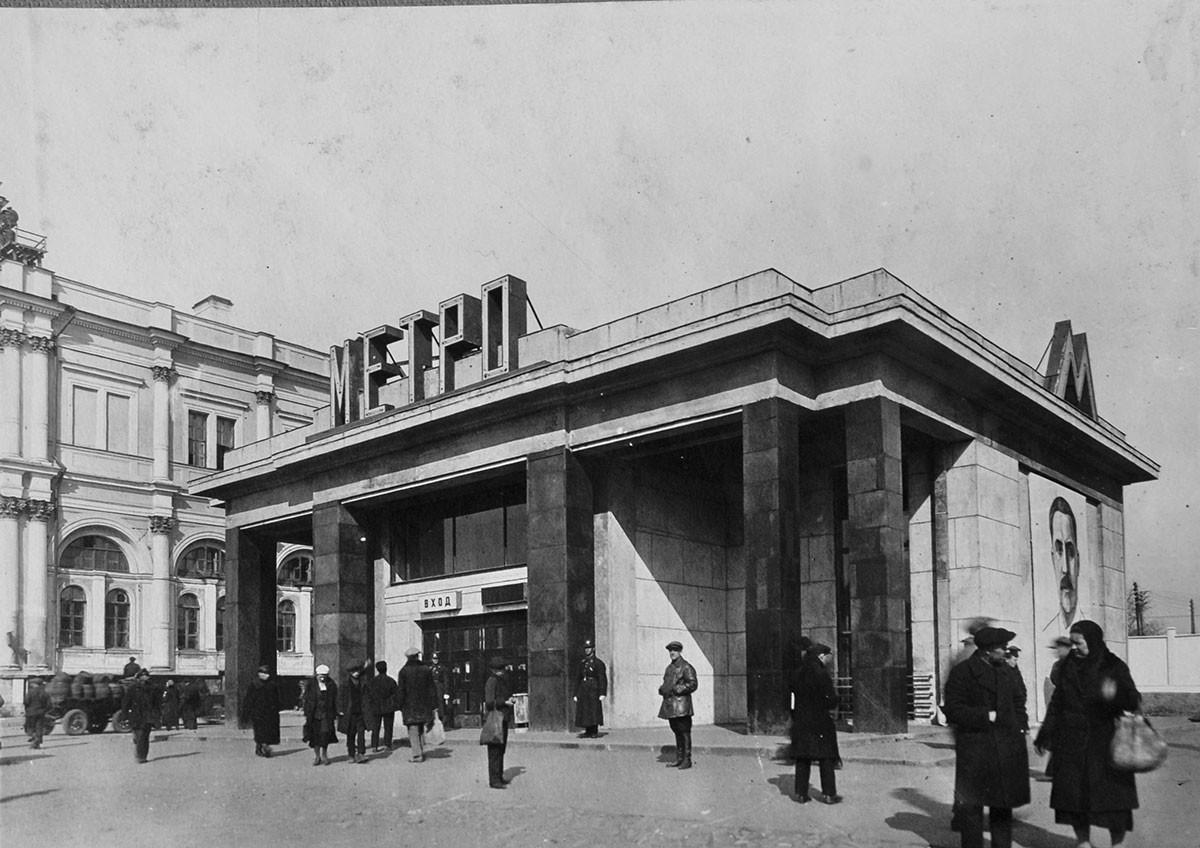 Hallway in Komsomolskaya Street, 1935