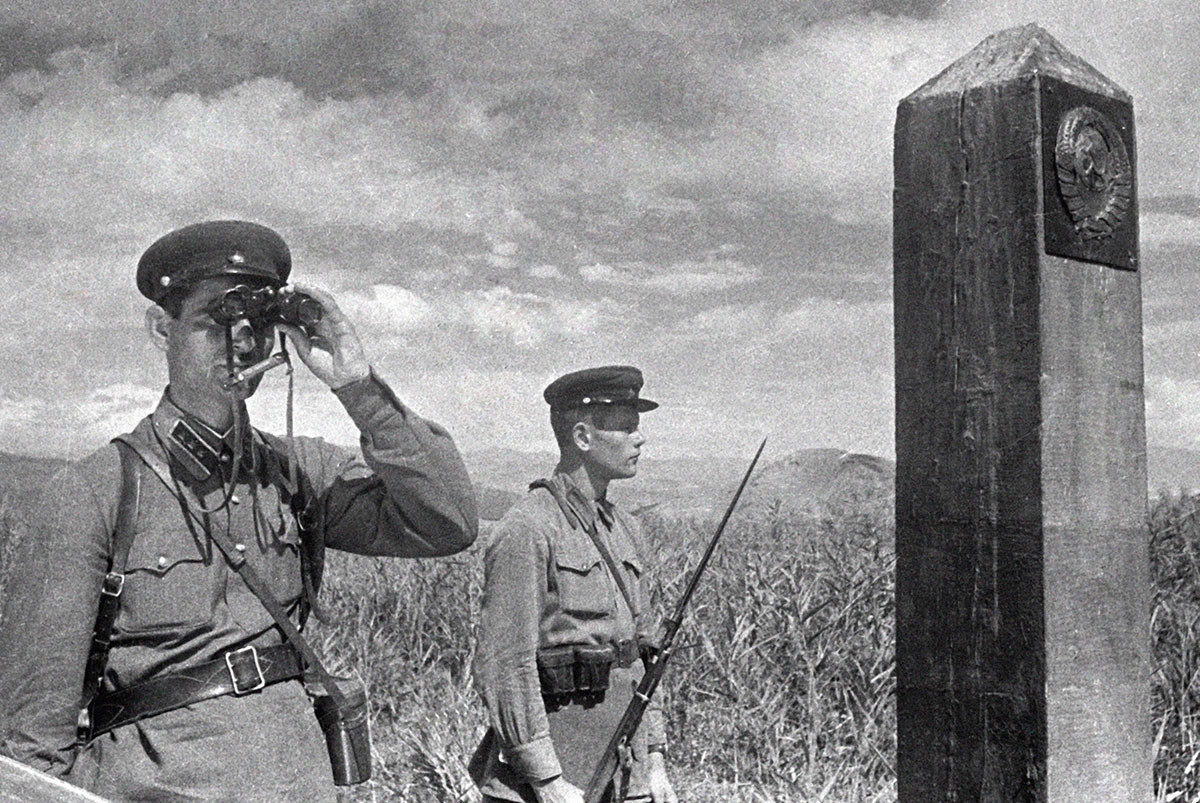 Советские пограничники на границе с Турцией в 1940 году.