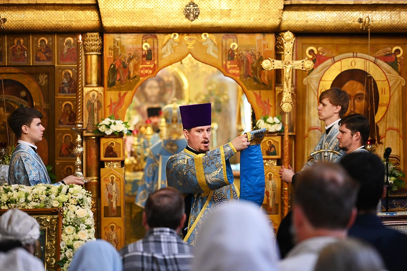 Festive divine services at Moscow's Kazan Cathedral