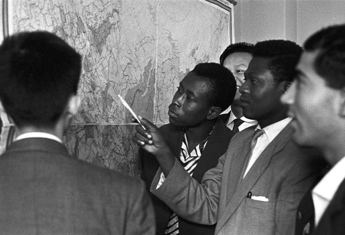 Estudantes da universidade em Moscou nomeada em homenagem ao líder da independência congolesa Patrice Lumumba