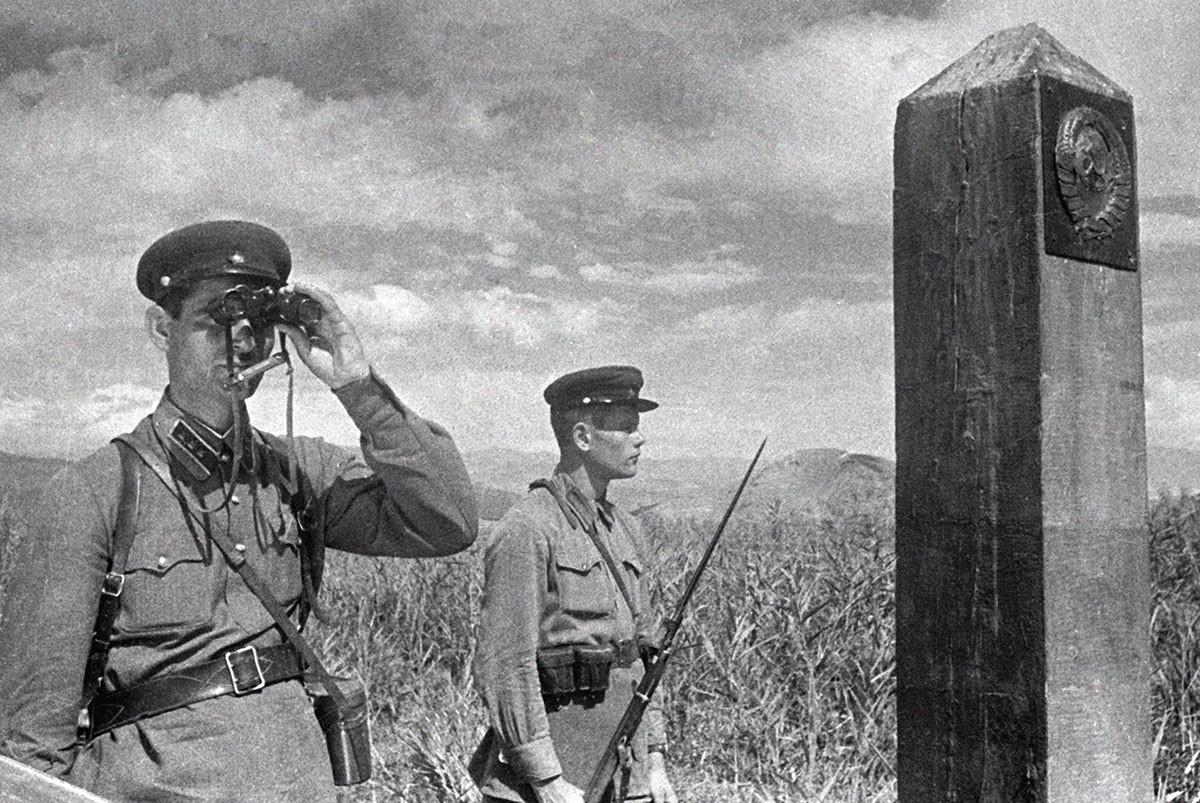 Des gardes-frontières soviétiques près de la frontière turque en 1940