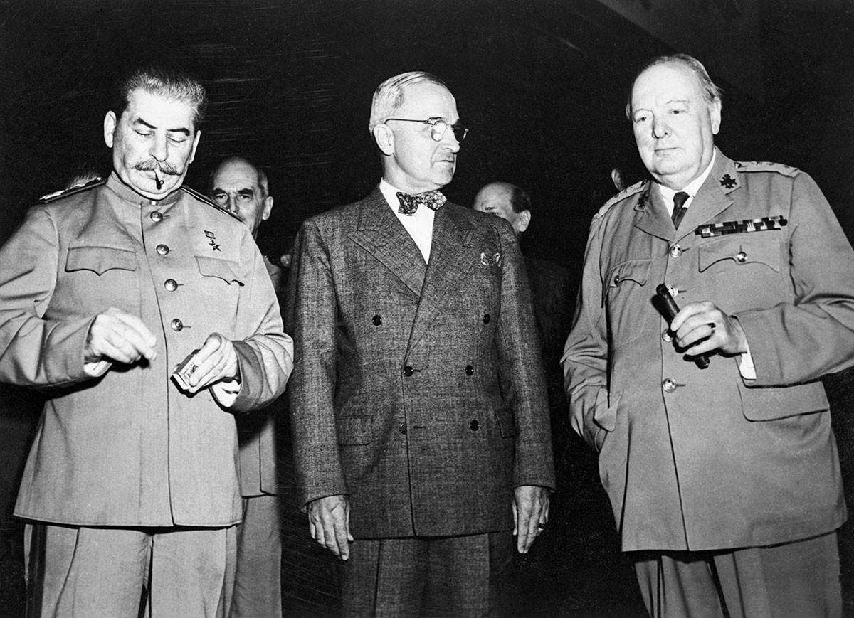 Joseph Staline, Harry Truman et Winston Churchill lors de la conférence de Potsdam